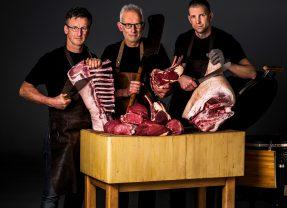 Klanten van KDR slagers lunchen tussen de koeien